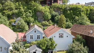 Koselig enebolig  i Snipetorp - byens mest sjarmerende område. Inkl. eldre bolig/skjul medfølger.