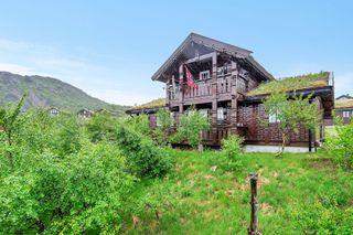 Velholdt og klassisk hytte | Lun og solrik beliggenhet | 2 stuer | 4 soverom | Ring megler for visning 958 21 623