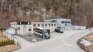 Velholdt næringsbygg - kontor/produksjon/lager med strategisk beliggenhet.