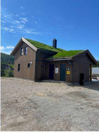 Flott innholdsrik hytte med god planløsning, solrik beliggenhet og fin utsikt