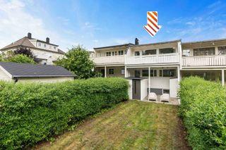 GRIM - Meget innholdsrikt rekkehus over 3 plan - Solrik terrasse og egen hagedel - Nær Baneheia og Kvadraturen