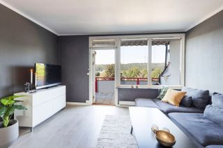 Tiltalende leilighet i 3. etg. Flytt rett inn! Perfekt som førstegangskjøp. Sentralt beliggenhet. Lave felleskostnader.