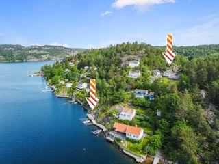 Sjarmerende sjønær eiendom med utsikt og gode solforhold - Nydelig hage og egen romslig brygge i Tvedestrandsfjorden -