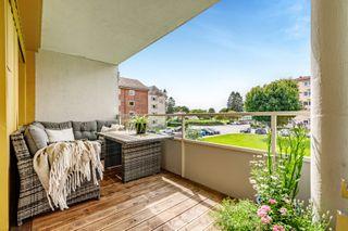 Delikat og lekkert oppusset 3-roms leilighet med solrik balkong! Nytt kjøkken og bad 2014, forøvrig lydisolert i 2020.