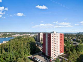 Pen 4-roms selveierleilighet i 6.etg. med flott utsikt og gode solforhold - Innglasset balkong - Heis - Parkering