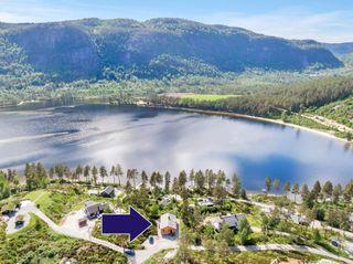 Idyllisk og solrikt beliggende hytte langs Byglandsfjorden - bade- og fiskemuligheter- båtfeste - bilvei frem