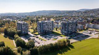 Arealeffektiv 2-romslig leilighet med behov for oppgraderinger. Innglasset balkong og flott utsikt. Sentral beliggenhet.