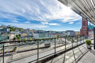 Andelsleilighet UTEN fellesgjeld midt i sentrum med unik veranda, heis og parkeing - ARENA PARK I