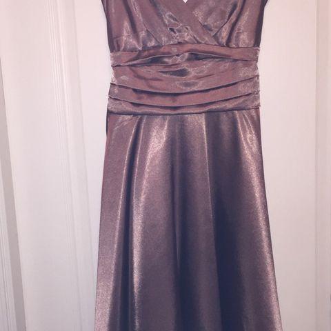 190b8624 Lekker champagnefarget kjole selges, str 34. (Passer fint en str 36 også)