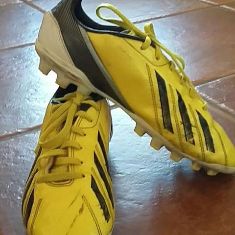 5cebfc0a Adidas fotballsko str 36 2/3 | FINN.no