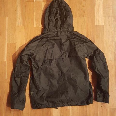799d3a81 Nydelig haki allværsjakke fra Sierra/merkeklær