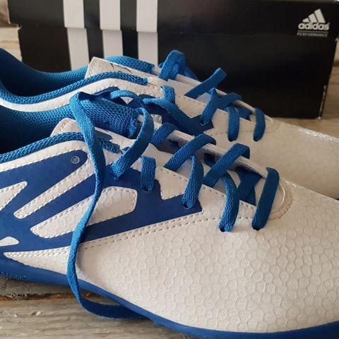 Fotballsko str 38 23 merke Adidas | FINN.no