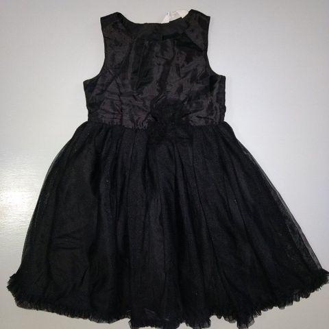 Svarte kjoler med paljetter i str.152 og str.158 | FINN.no