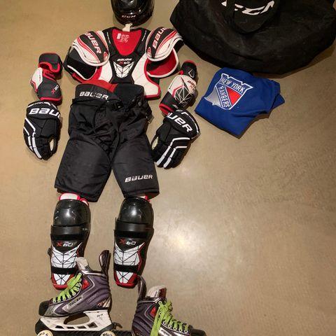 86206023 BILLIG!- Hockey utstyr - Beskyttelse + bag. Godt som ubrukt!   FINN.no