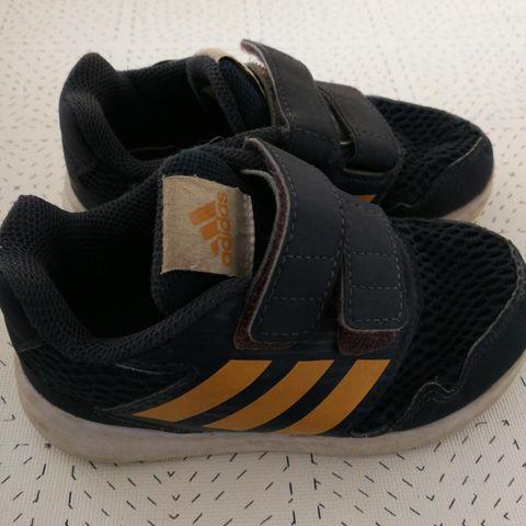 Adidas joggesko str 26:) brukt:) blå og orange farge:) 50kr