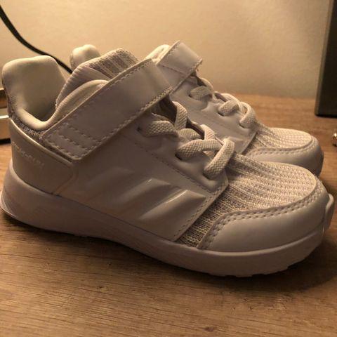 2 par pent brukte adidas og puma gutte sko i str 30 31 | FINN.no