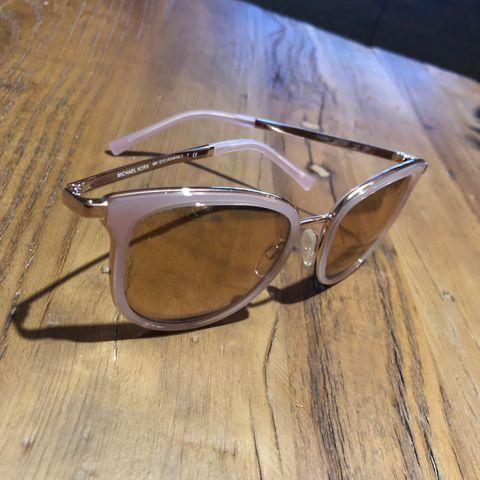 Vintage Balenciaga solbriller   FINN.no