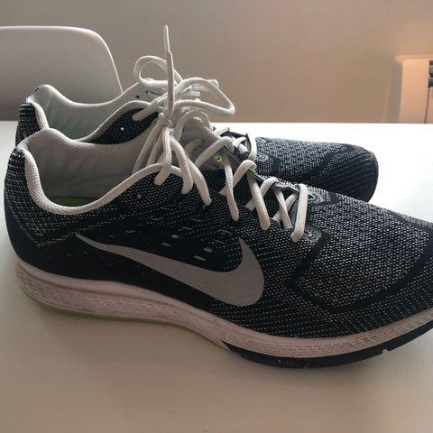 486f674595b Nike sko – Stort udvalg af sko fra Nike hos Deichmann
