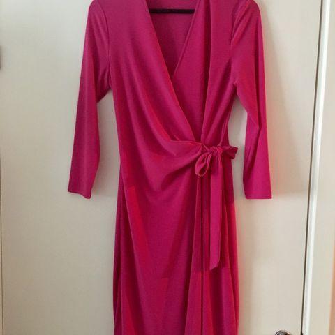 6bd8f65b Mørkeblå pen kjole t bryllup eller fest fra Stylein · Kjole fra Anne Klein