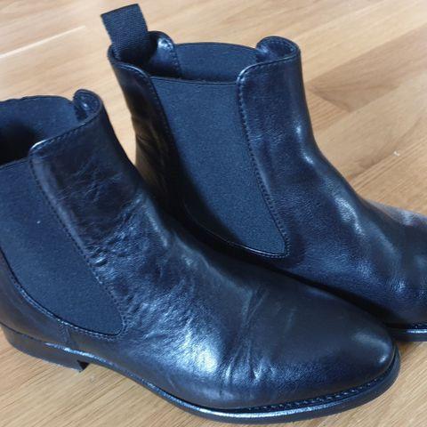f997e4dbf11 Boots, håndlagde, randsydd såle - The last conspiracy, str. 36