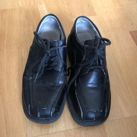 59b71ac6 Fin sko til gutt med gratis sandal str. 21   FINN.no