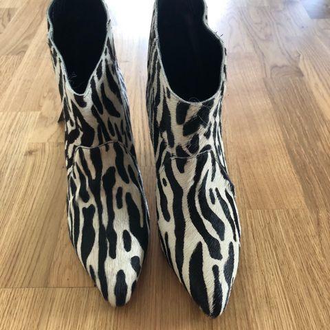 b83620e4368 Helt nye sko i ponnyskinn fra Gestuz