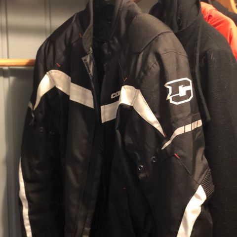 5ba8e68e MC jakke/bukse - Dame - lite brukt | FINN.no