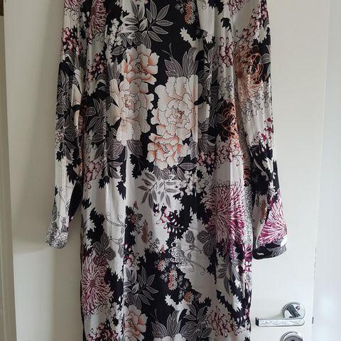 10575a24 Nydelig silkekjole kjole fra DAY Birger et Mikkelsen, som ny