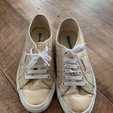 c07546d1 KUle sandaler vil ut å gå | FINN.no