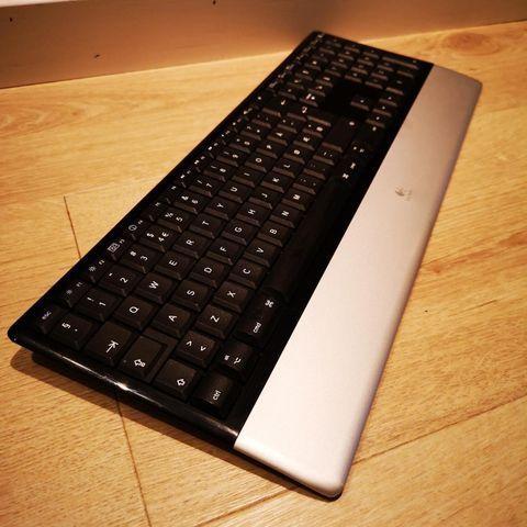 Bluetooth tastatur med touchpad selges | FINN.no
