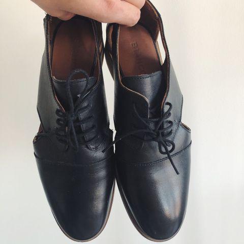 Røde BRUNATE sko str 41 | FINN.no