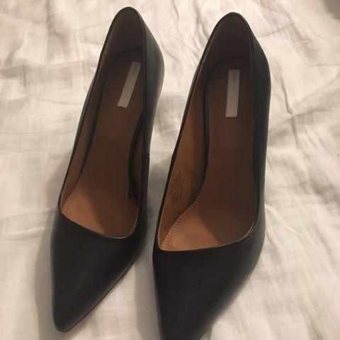 Klassiske høyhælte sko fra Clarks, str. 35,5 | FINN.no