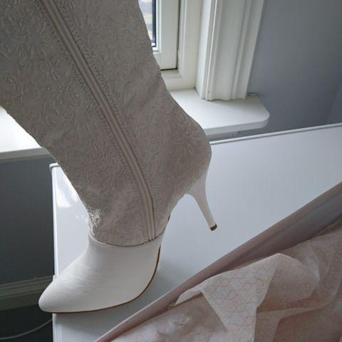 Nydelige brokade støvletter, som nye!   FINN.no