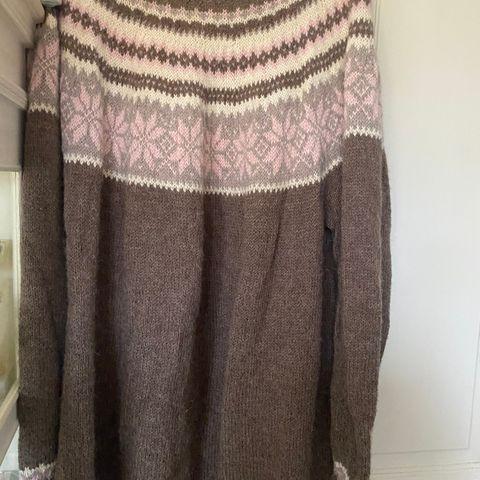 Nancy genser nystrikket Str. M | FINN.no