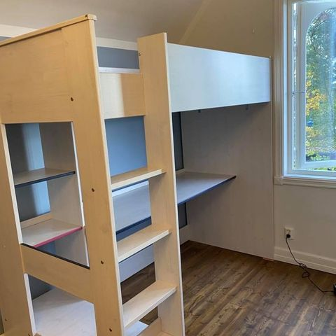 Theodor Kombiseng med skrivebord og skap gis bort | FINN.no