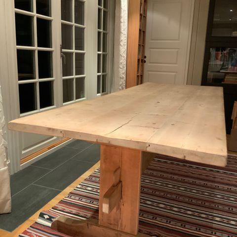 Gamle solide bord i furu | FINN.no