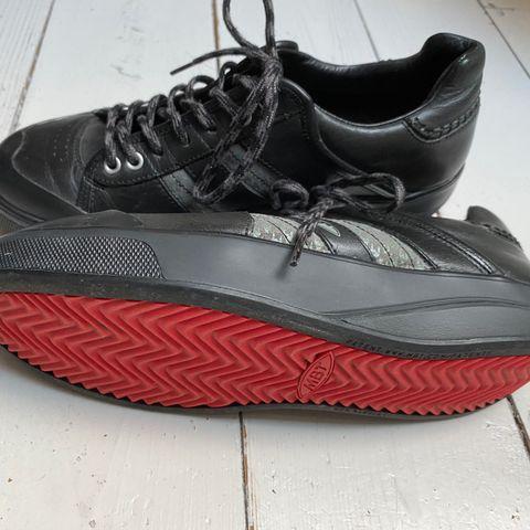 sorte fila sko