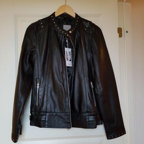 Dødskul, blå skinnjakke fra Zara (faux leather)