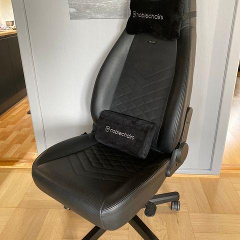 1 Frisør stol med fotstøtte selges til symbolsk pris