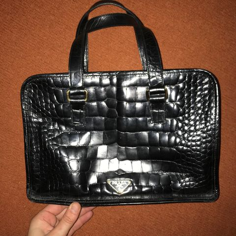 Velbrukt skatt av en veske fra Versace   FINN.no