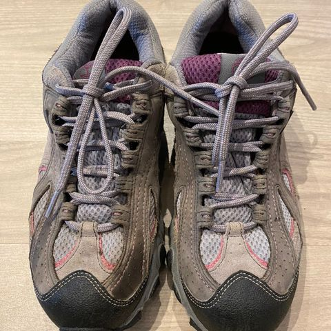 Cheerleading sko (Varsity) til salgs | FINN.no