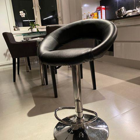 5 barstoler kjøkkenstoler. Hev og senk i kunst skinn | FINN.no