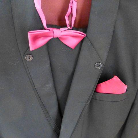 Smoking skjorte + silke sløyfe | FINN.no