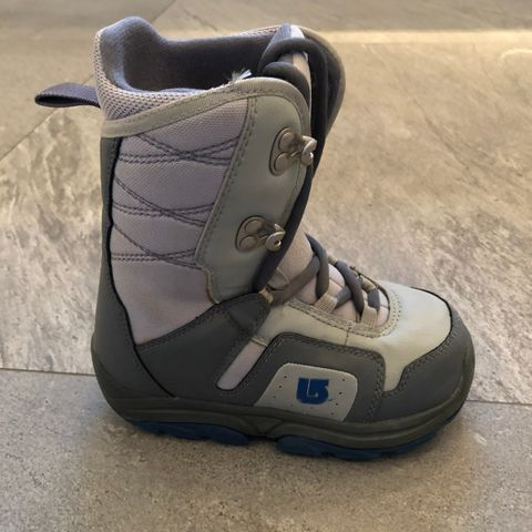 Selger et par snowboard sko | FINN.no