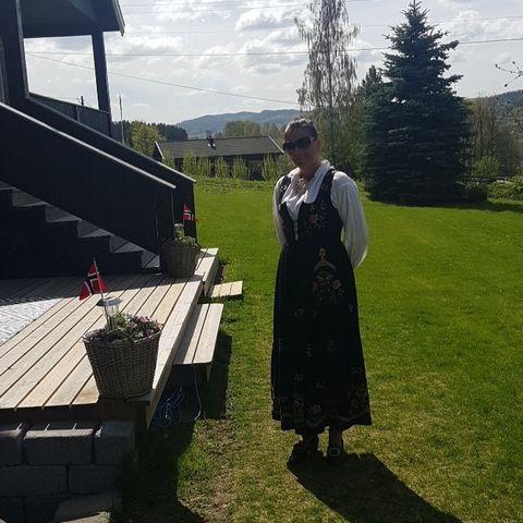 Ny Flott rosesøm til Tinnbunad | FINN.no