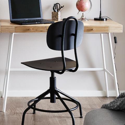 6 stoler av typen FourSure 11 designet av Four Design