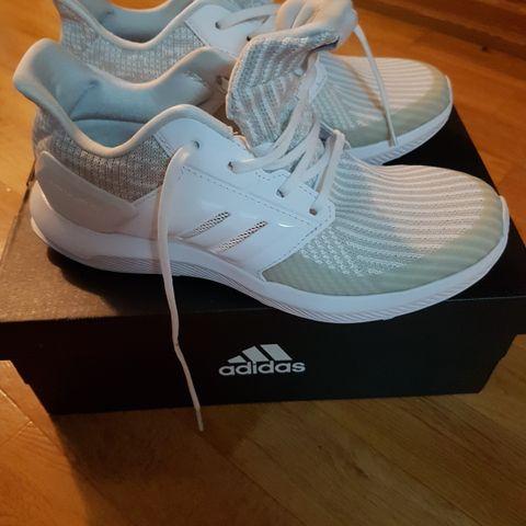 SOM NYE! Sneakers sko joggesko Adidas Cloudfoam