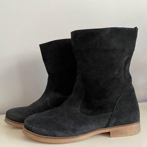 Sorte high ankle sneakerssko i Str. 40 | FINN.no