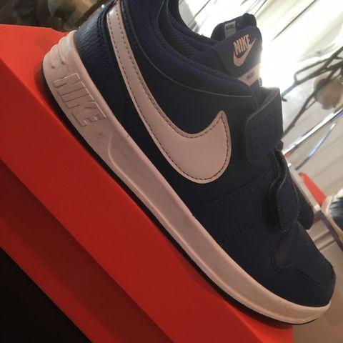Svært lite brukt Nike sko. Str 37. Farge: svart   FINN.no