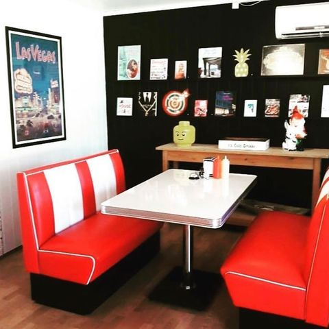 Bel Air spisesett bord og 4 stoler | FINN.no